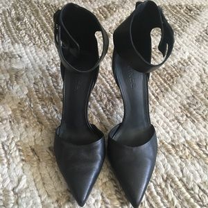 Vince Thick Ankle Strap Heel Pointy Toe Size 8